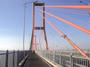 Jembatan Suramadu sisi jalur Sepeda motor