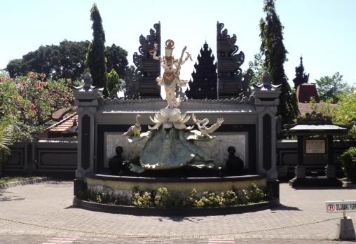 Patung Dewi Saraswati